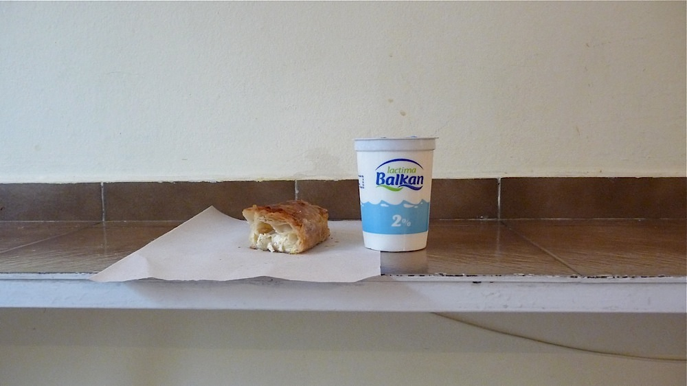 баница, кисело мляко, опаковка