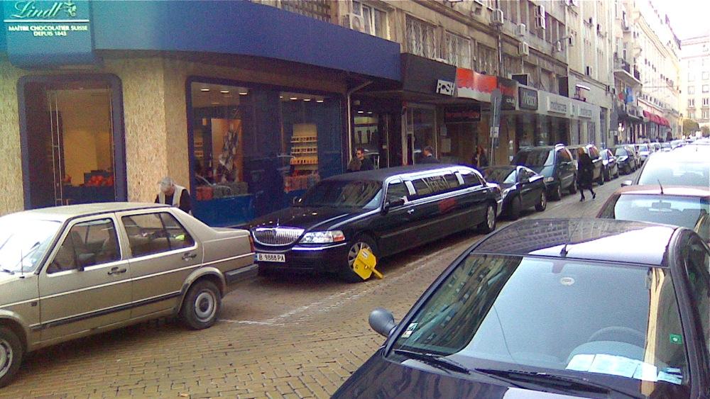 софия, неправилно паркиране, скоба, лимузина, жълти павета