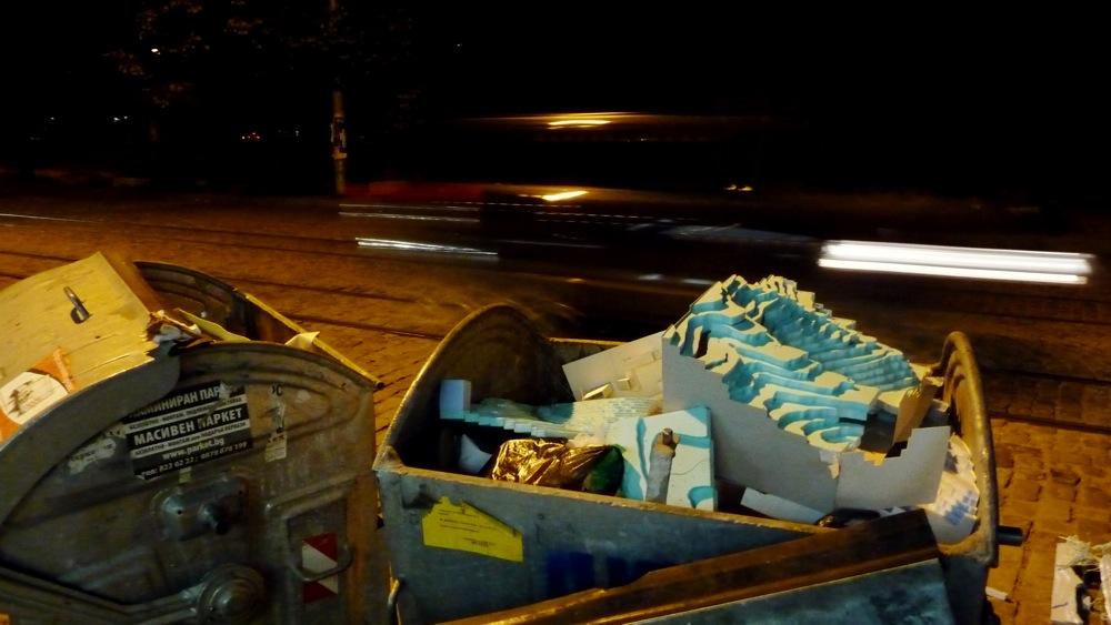 кофа за боклук, уасг, стиропор, софия, нощ